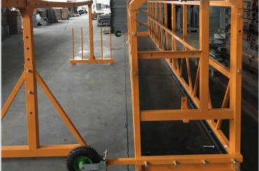 glazenwassers opgeschort werkplatform veiligheid zlp 630 met takel ltd6.3